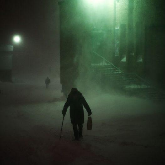 Les hivers à Norilsk sont longs et froids, avec une température moyenne d'environ -31 ° C en janvier. Il en résulte de nombreux jours de gel, couplés avec des vents forts et violents. La période de froid s'étend sur environ 280 jours par an, avec plus de 130 jours avec des tempêtes de neige. Il est à noter que les températures réelles sont encore plus froides, en prenant en compte l'effet du vent. Par exemple, pour une température inférieure à -40°C, un vent de 1m/s fait ressentir -42°C.
